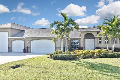 Cape Coral Single Family Home For Sale: 267 SE 1st Ave