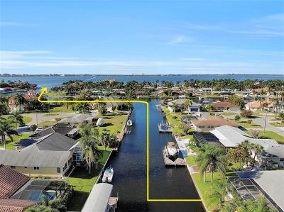 Cape Coral Single Family Home For Sale: 5350 Colony Ct