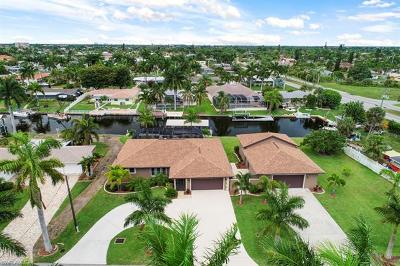 Cape Coral Single Family Home For Sale: 5249 Seminole Ct