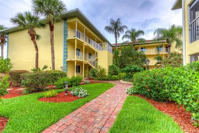 Naples Condo/Townhouse For Sale: 1001 Foxfire Ln #305