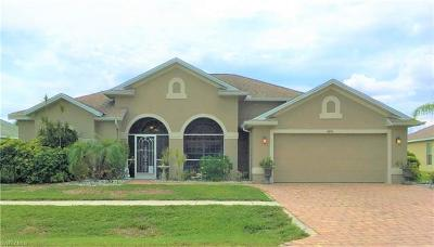Lehigh Acres Single Family Home For Sale: 4636 Varsity Cir