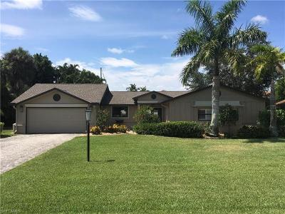 Fort Myers Single Family Home For Sale: 832 N Town And River Dr