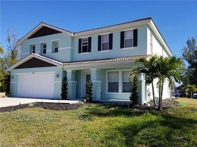 Cape Coral Single Family Home For Sale: 965 Chiquita Blvd S