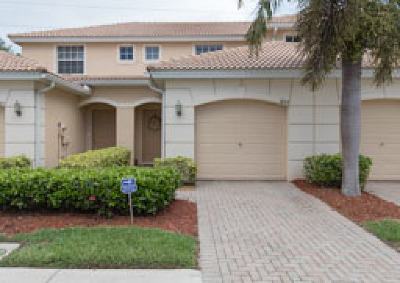 Lehigh Acres Condo/Townhouse For Sale: 8571 Athena Ct