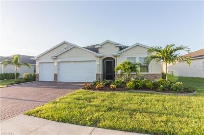 Cape Coral Single Family Home For Sale: 3172 Amadora Cir