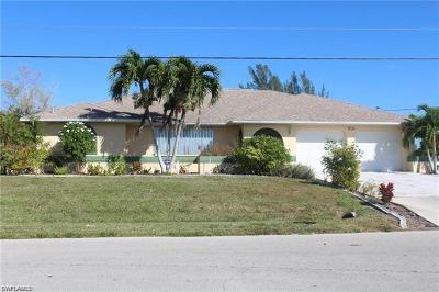 Cape Coral Single Family Home For Sale: 113 SE 17th St