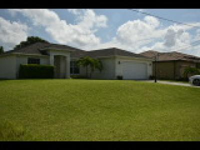 Cape Coral Single Family Home For Sale: 2051 NE 20th Ln