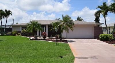 Cape Coral Single Family Home For Sale: 829 SE 41st St