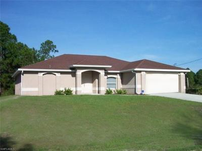 Lehigh Acres Single Family Home For Sale: 552 Cypress Ave S