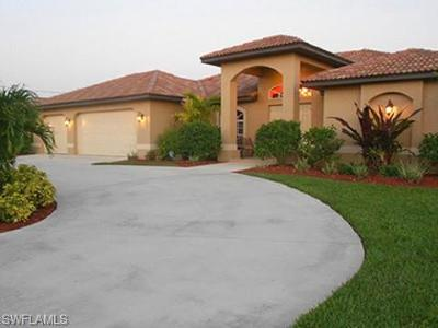 Cape Coral Single Family Home For Sale: 1002 SE 21st St