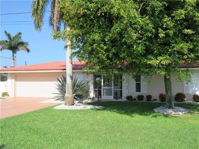 Cape Coral Single Family Home For Sale: 5350 Colonade Ct