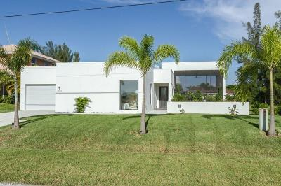 Cape Coral Single Family Home For Sale: 25 NW 19th Pl