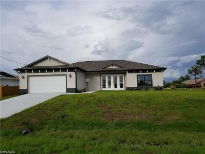 Cape Coral Single Family Home For Sale: 1701 NW 11th Ct