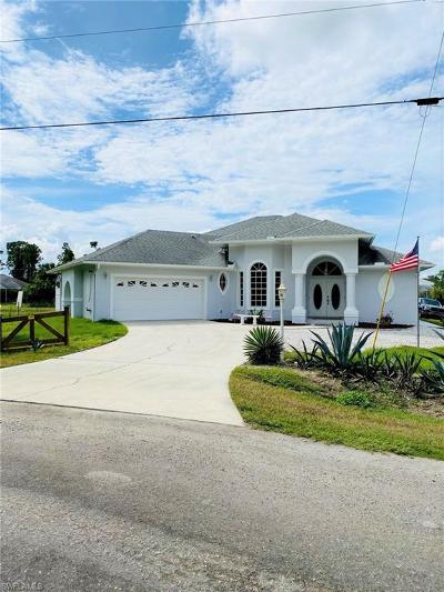 Lehigh Acres Single Family Home For Sale: 858 Haskell St E