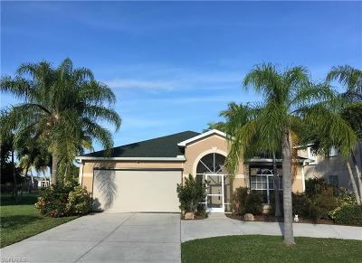 Cape Coral Single Family Home For Sale: 1716 Emerald Cove Dr