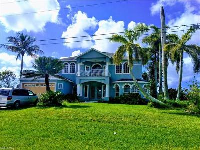 Cape Coral Single Family Home For Sale: 2702 Surfside Blvd