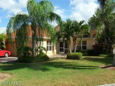 Fort Myers Single Family Home For Sale: 15151 Cloverdale Dr