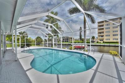 Cape Coral Single Family Home For Sale: 1761 Bikini Ct