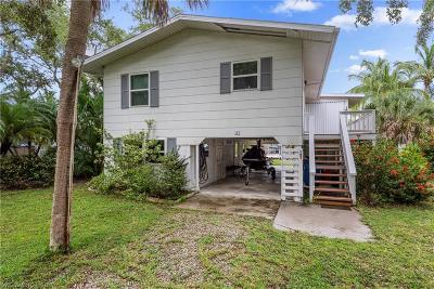 Fort Myers Beach Single Family Home For Sale: 121 Falkirk St