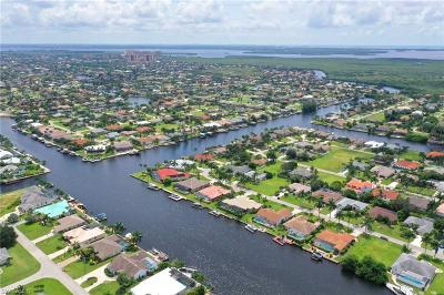Cape Coral Single Family Home For Sale: 2526 SW 52nd St