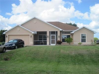 Cape Coral Single Family Home For Sale: 110 SW 8th Pl