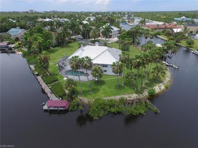 Fort Myers Beach Single Family Home For Sale: 11481 Isle Of Palms Dr