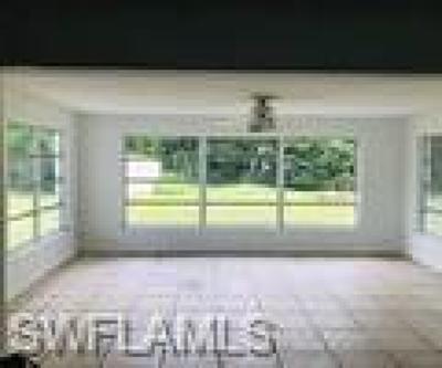 Cape Coral Single Family Home For Sale: 721 El Dorado Pky E