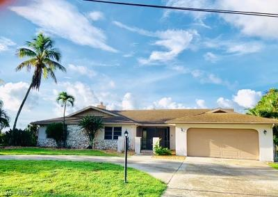Cape Coral Single Family Home For Sale: 238 Bayshore Dr