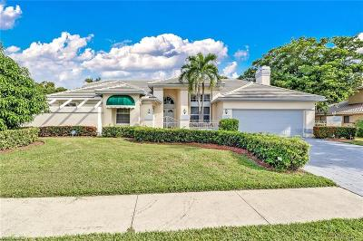 Fort Myers Single Family Home For Sale: 20 N Timberland Circle