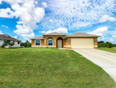 Cape Coral Single Family Home For Sale: 708 NE 1st Ave