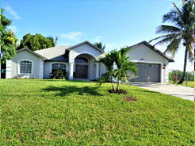 Cape Coral Single Family Home For Sale: 2211 SW 28th Ter