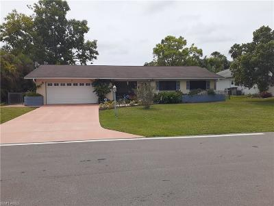 Cape Coral Single Family Home For Sale: 6 SW 10th Terrace