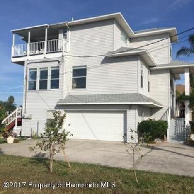 Hernando Beach Single Family Home For Sale: 3431 Triggerfish