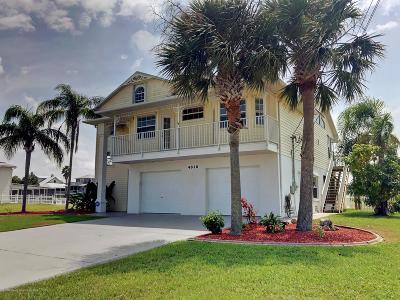 Hernando Beach Single Family Home For Sale: 4018 Cobia Drive