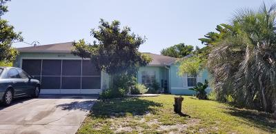 Spring Hill Single Family Home For Sale: 5160 Deltona Boulevard