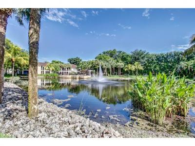 Naples Condo/Townhouse For Sale: 2130 Arbour Walk Cir #2716