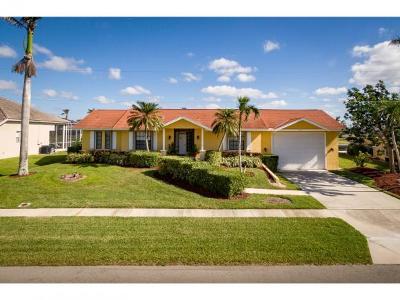 Marco Island Single Family Home For Sale: 219 Windbrook Ct #2