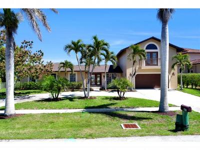 Marco Island Single Family Home For Sale: 807 Fairlawn Ct #1