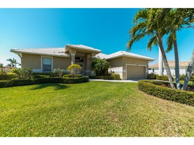 Marco Island Single Family Home For Sale: 320 Marquesas Ct #6