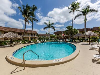 Marco Island Condo/Townhouse For Sale: 240 N Collier Blvd #2