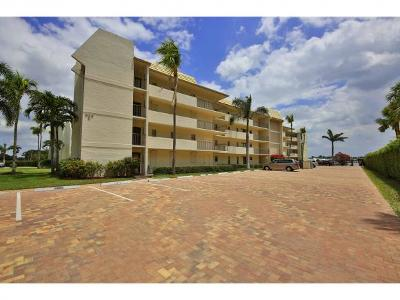 Marco Island Condo/Townhouse For Sale: 933 Collier Ct #C-102