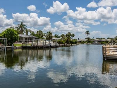 Marco Island Single Family Home For Sale: 785 Willow Ct #4