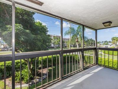 Mariner Apts Marco Island Condo/Townhouse For Sale: 27 Greenbrier St #209