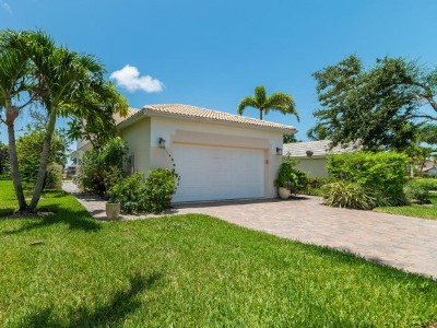 Naples Single Family Home For Sale: 142 Eveningstar Cay
