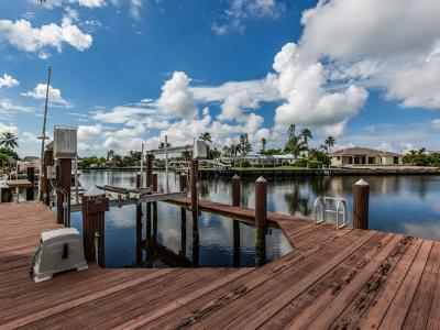 Marco Island Single Family Home For Sale: 820 Willow Ct #4