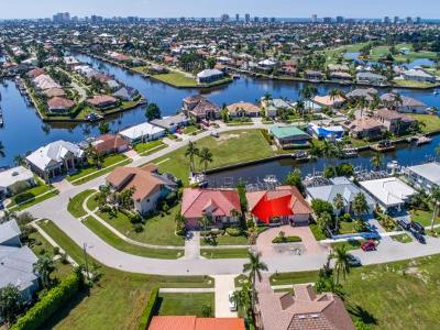 Marco Island Single Family Home For Sale: 206 Seahorse Ct #3