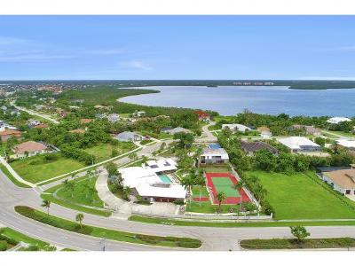 Marco Island Single Family Home For Sale: 551 Barfield Dr #9