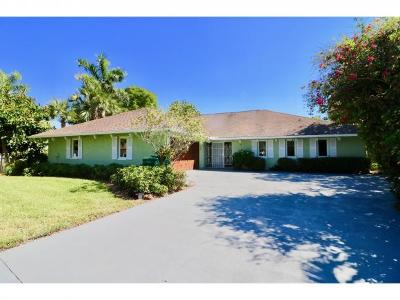 Naples Single Family Home For Sale: 184 Briarcliff Ln