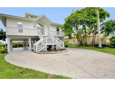 Marco Island Single Family Home For Sale: 90 Sand Hill St