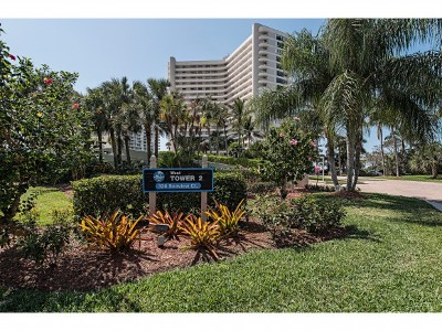 Marco Island Condo/Townhouse For Sale: 320 Seaview Ct #112